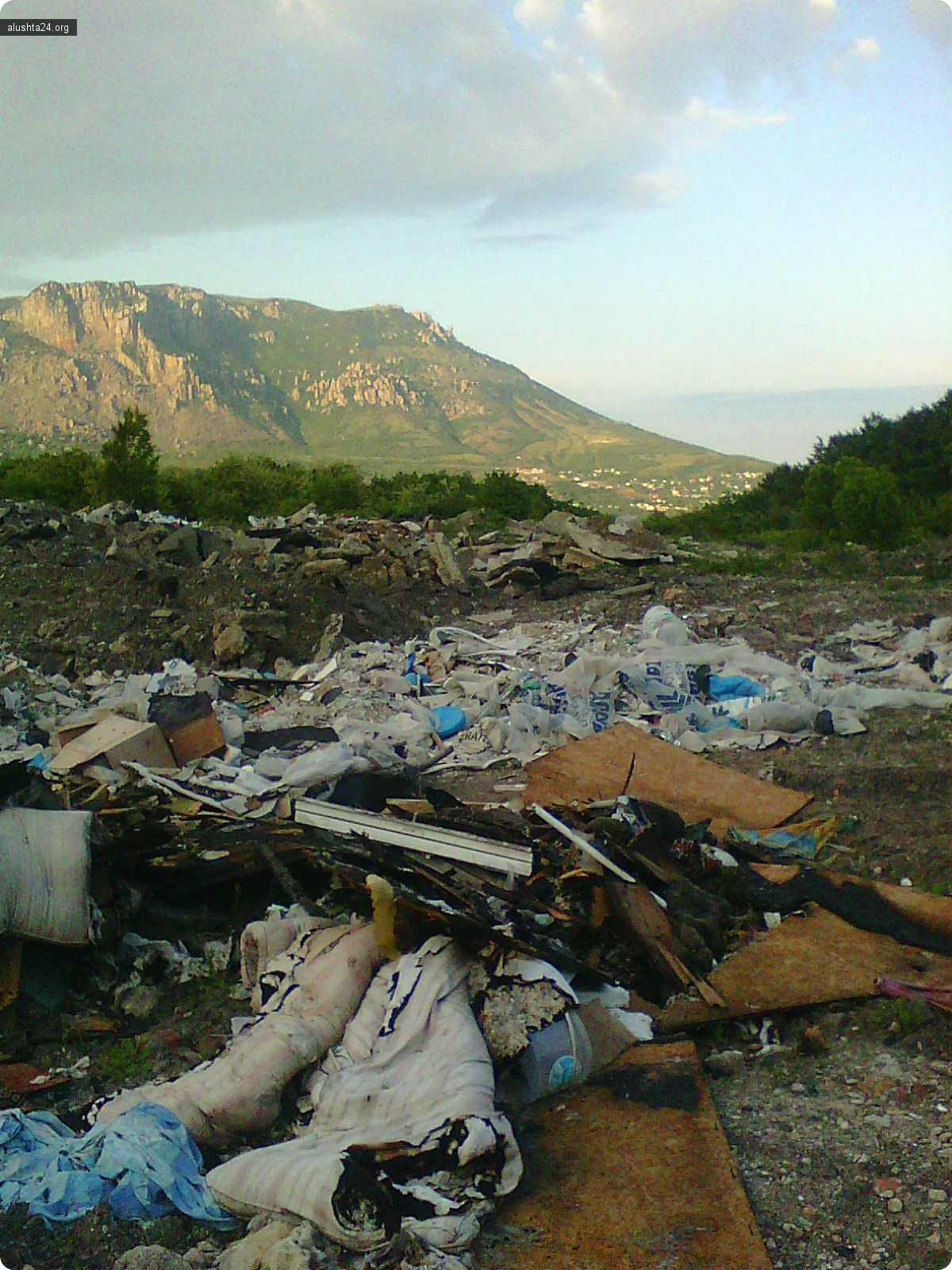 Черный список: Несанкционированная свалка В.Кутузовка-Ангарский перевал в зоне водосбора питьевой воды Алушты